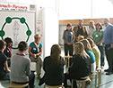 Waltraut Wolbert informiert Schüler über Verhütungsmittel und Übertragungswege von HIV